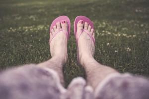 chilling-feet-1996-525x350